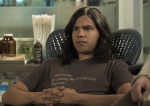 """The Flash -- """"Luck Be a Lady"""" -- Image Number: FLA403b_0231.jpg -- Pictured: Carlos Valdes as Vibe ñ Photo: Katie Yu/The CW -- © 2017 The CW Network, LLC. All rights reserved."""