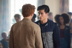 """Riverdale -- """"A Kiss Before Dying"""" -- Image Number: RVD201b_0439.jpg -- Pictured (L-R): KJ Apa as Archie Andrews and Charles Melton as Reggie Mantle -- Photo: Dean Buscher/The CW -- © 2017 The CW Network. All Rights Reserved"""